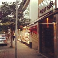 Foto tirada no(a) Oscar Café por It G. em 5/18/2012