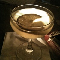 Photo prise au Vanguard Lounge par CulinarySchmooze le9/22/2011