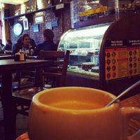 รูปภาพถ่ายที่ Le Petit Cafe โดย Jessica G. เมื่อ 5/3/2012
