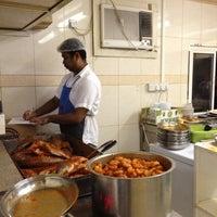 รูปภาพถ่ายที่ Bu Qtair Restaurant โดย Jason D. เมื่อ 6/14/2012