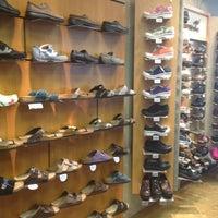Foto scattata a Dardano's Shoes da Kristal K. il 7/21/2012