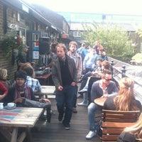 รูปภาพถ่ายที่ Lockside Lounge โดย Gui B. เมื่อ 6/9/2012