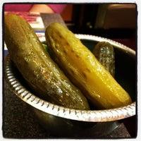Foto tirada no(a) Ben's Kosher Delicatessen por Brittan B. em 3/19/2012