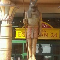 Das Foto wurde bei Cinemark Egyptian 24 von Mel G. am 5/28/2012 aufgenommen