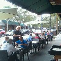 รูปภาพถ่ายที่ Park Plaza Gardens โดย Doug C. เมื่อ 2/10/2012