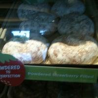 Das Foto wurde bei Krispy Kreme Doughnuts von Rachel R. am 6/13/2012 aufgenommen