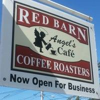 Photo prise au Red Barn Coffee At Angel's Cafe par Amanda J. le8/29/2012