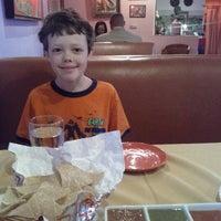 Photo prise au Los Equipales Restaurant par Dannie M. le5/13/2012