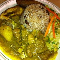 Photo prise au Island Breeze Jamaican Cuisine par Jeffrey S. le8/8/2012