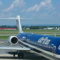 Foto tomada en Lehigh Valley International Airport (ABE) por JOSHUA W. el 8/2/2012