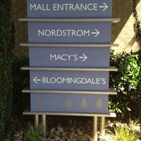Foto tirada no(a) Perimeter Mall por Marquavius E. em 4/7/2012
