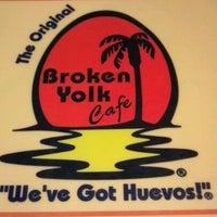 Foto tirada no(a) Broken Yolk Cafe por Robert K. em 6/14/2012