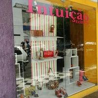 รูปภาพถ่ายที่ Intuição Fashion โดย Aninha P. เมื่อ 3/14/2012