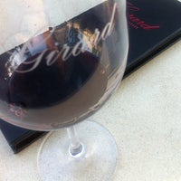 Foto tirada no(a) Girard Winery Tasting Room por Hit Girl em 5/20/2012