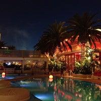 Das Foto wurde bei Encore Beach Club von Nick W. am 2/6/2012 aufgenommen