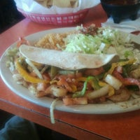 รูปภาพถ่ายที่ El Chihuahua โดย Jennifer M. เมื่อ 5/11/2012