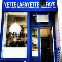 Foto tirada no(a) Lafayette Espresso Bar + Marketplace por Cindy T. em 4/6/2012