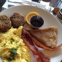 Foto tomada en Blue Daisy Cafe por Adam M. el 7/22/2012