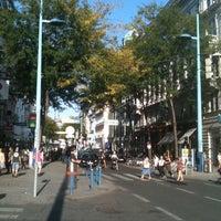รูปภาพถ่ายที่ Mariahilfer Straße โดย Роман Ф. เมื่อ 9/11/2012