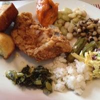 Foto diambil di Walnut Hills Restaurant & Round Table oleh Jack L. pada 5/15/2012