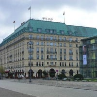 Photo prise au Hotel Adlon Kempinski Berlin par Hiba た. le5/16/2012