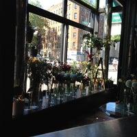 Das Foto wurde bei Sycamore Flower Shop + Bar von Jessica S. am 5/19/2012 aufgenommen