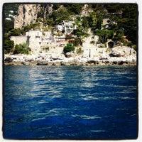 Photo prise au Isola di Capri par FOODLIFECOACH le6/30/2012