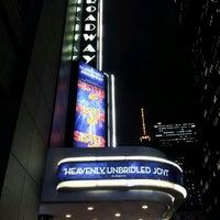 Foto tirada no(a) Broadway Theatre por Jannx B. em 1/10/2012