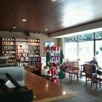 Foto tomada en Starbucks por Stephen S. el 12/24/2011