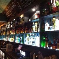 รูปภาพถ่ายที่ Lockside Lounge โดย Mike D. เมื่อ 2/22/2011