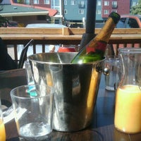รูปภาพถ่ายที่ X Bar โดย Maira C. เมื่อ 9/24/2011