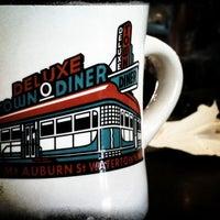 Foto scattata a Deluxe Station Diner da Will A. il 1/9/2011