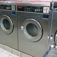 Foto scattata a Sudz Laundromat da Tene W. il 9/25/2011