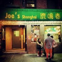 Снимок сделан в Joe's Shanghai 鹿嗚春 пользователем Jen K. 9/6/2012