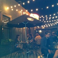 Foto tomada en Muddy Waters Bar & Eatery por Andrea el 5/15/2012