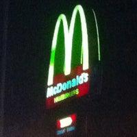 Foto tirada no(a) McDonald's por César B. em 6/28/2011