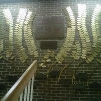 Das Foto wurde bei Synagogue for the Arts von Leah Z. am 4/16/2012 aufgenommen