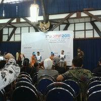 Das Foto wurde bei Aula Barat ITB von Luki B. am 11/23/2011 aufgenommen