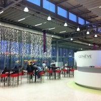 12/25/2011 tarihinde Elenziyaretçi tarafından Cenevre Cointrin Uluslararası Havalimanı (GVA)'de çekilen fotoğraf