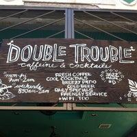 Photo prise au Double Trouble Caffeine & Cocktails par Jeffrey J. le5/20/2012