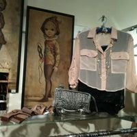 Photo prise au Sloan Boutique par Deborah S. le7/31/2011
