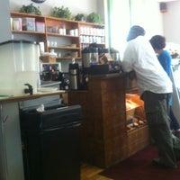 Foto scattata a Green Line Cafe da Steve H. il 5/1/2012