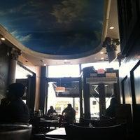 Foto tirada no(a) Acropolis Greek Taverna por Billy H. em 8/14/2012
