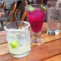 8/16/2011 tarihinde Katie B.ziyaretçi tarafından Dos Caminos'de çekilen fotoğraf