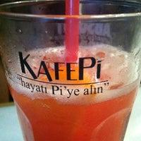 รูปภาพถ่ายที่ KafePi Asmalımescit Bomonti Brasserie โดย Mert O. เมื่อ 6/22/2012