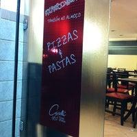 Foto tirada no(a) Casella Pizzas & Pastas por Denis d. em 4/23/2012
