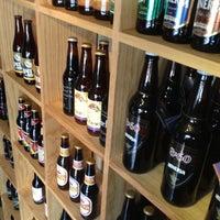 8/31/2012 tarihinde Uriel H.ziyaretçi tarafından The Beer Company'de çekilen fotoğraf