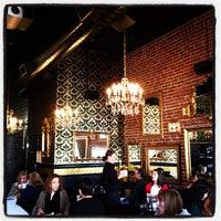 Foto tirada no(a) Mother's Bistro & Bar por Kayvon T. em 11/6/2011