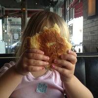 4/3/2012 tarihinde Denis H.ziyaretçi tarafından 5 Napkin Burger'de çekilen fotoğraf