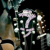 Foto scattata a Old Town School of Folk Music da James A. il 8/13/2011